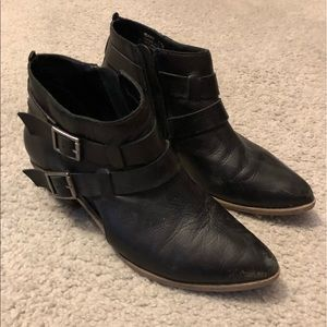 Leather black pointy booties